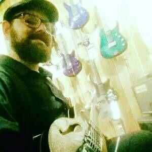 Cheezy_Guitar_Guy